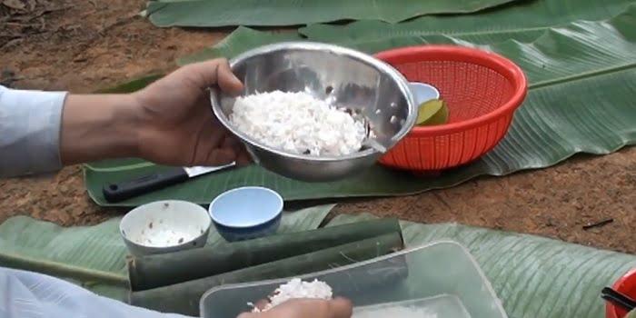 Cách làm món xôi thịt heo nấu trong ống tre
