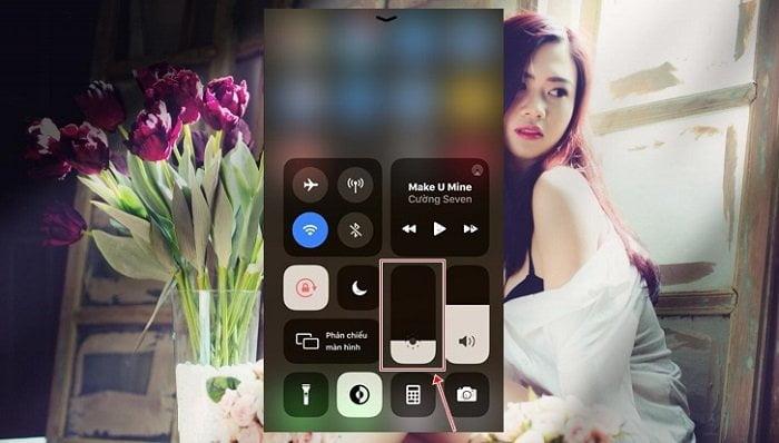 Thêm tùy chọn kích hoạt nhanh Dark Mode trên iOS 13 7