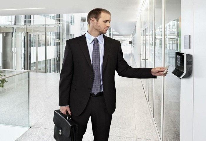 Mẹo xử lý khi thẻ từ thang máy bị hỏng 3